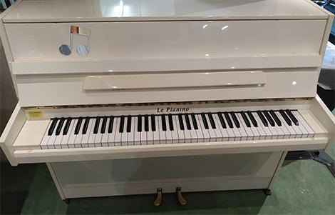 Le pianino, 6 octaves, dimensions réduites : H100 cm x L122 cm x P52cm