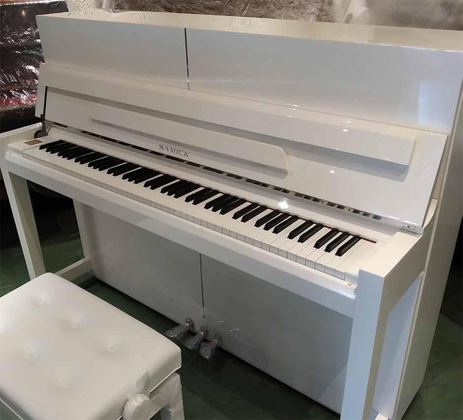 Piano Samick JS115 EB Cosmos blanc finition chrome