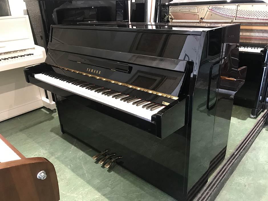 Yamaha C108 piano droit noir d'occcasion